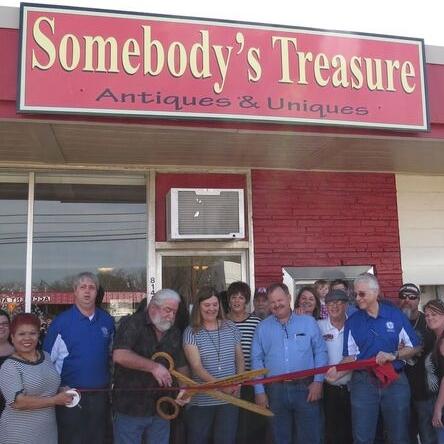 somebodys_treasure_ribbon_cutting_3-6-16