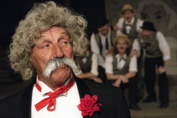 Front: Thad Isbell as Samuel Langhorne Clemens (Mark Twain)
